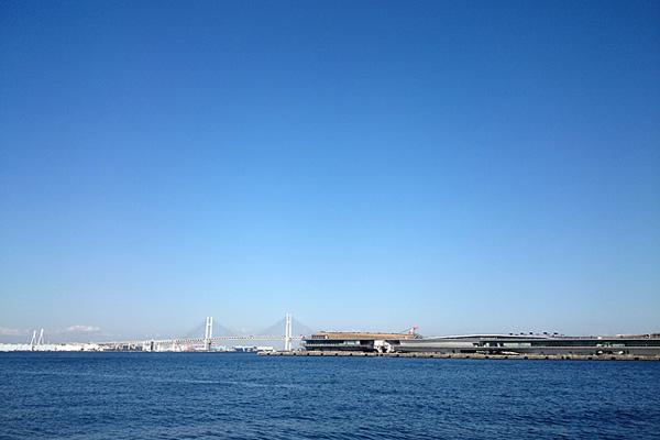 マリンアンドウォークヨコハマ付近からの海の眺め